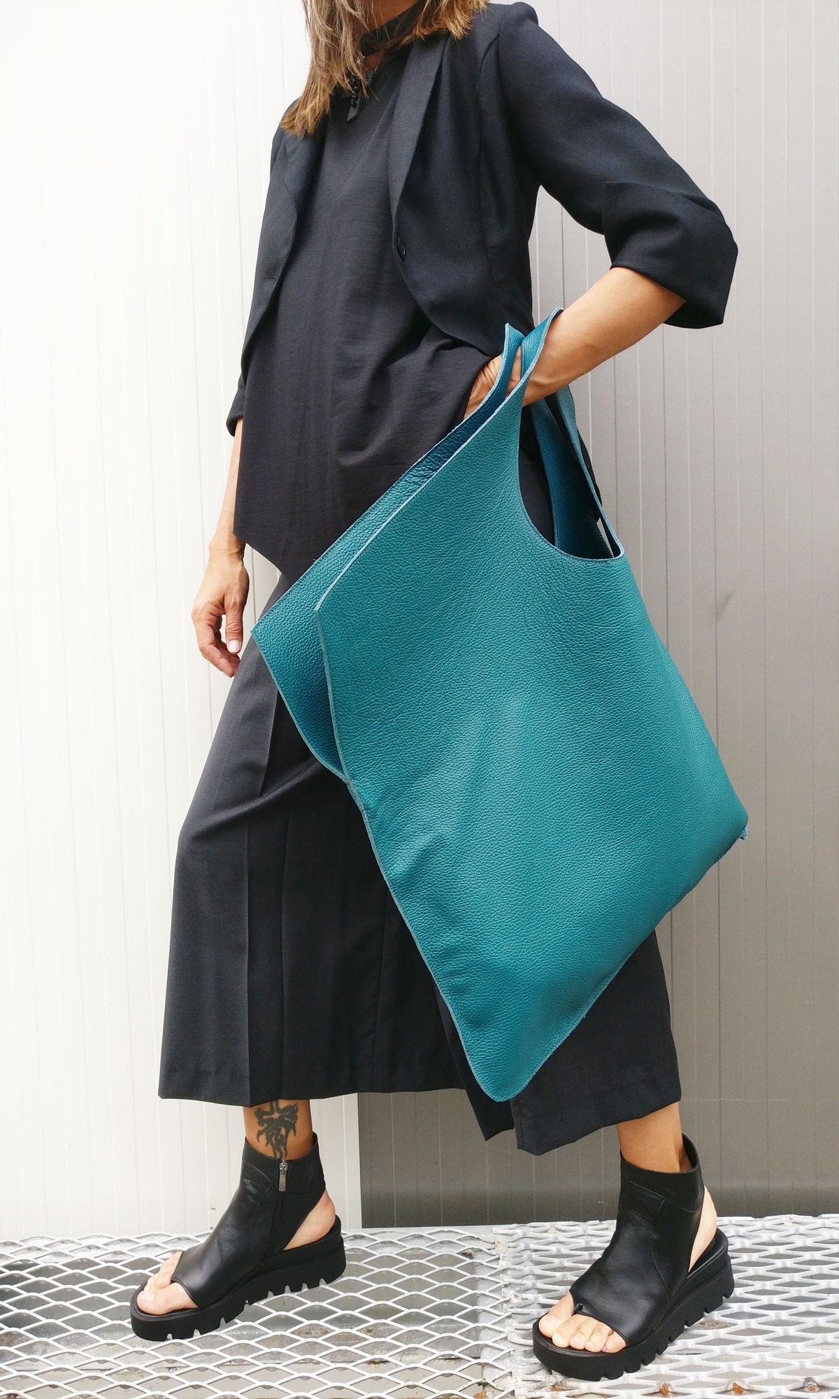 Large Extravagant Genuine Leather Bag A14176