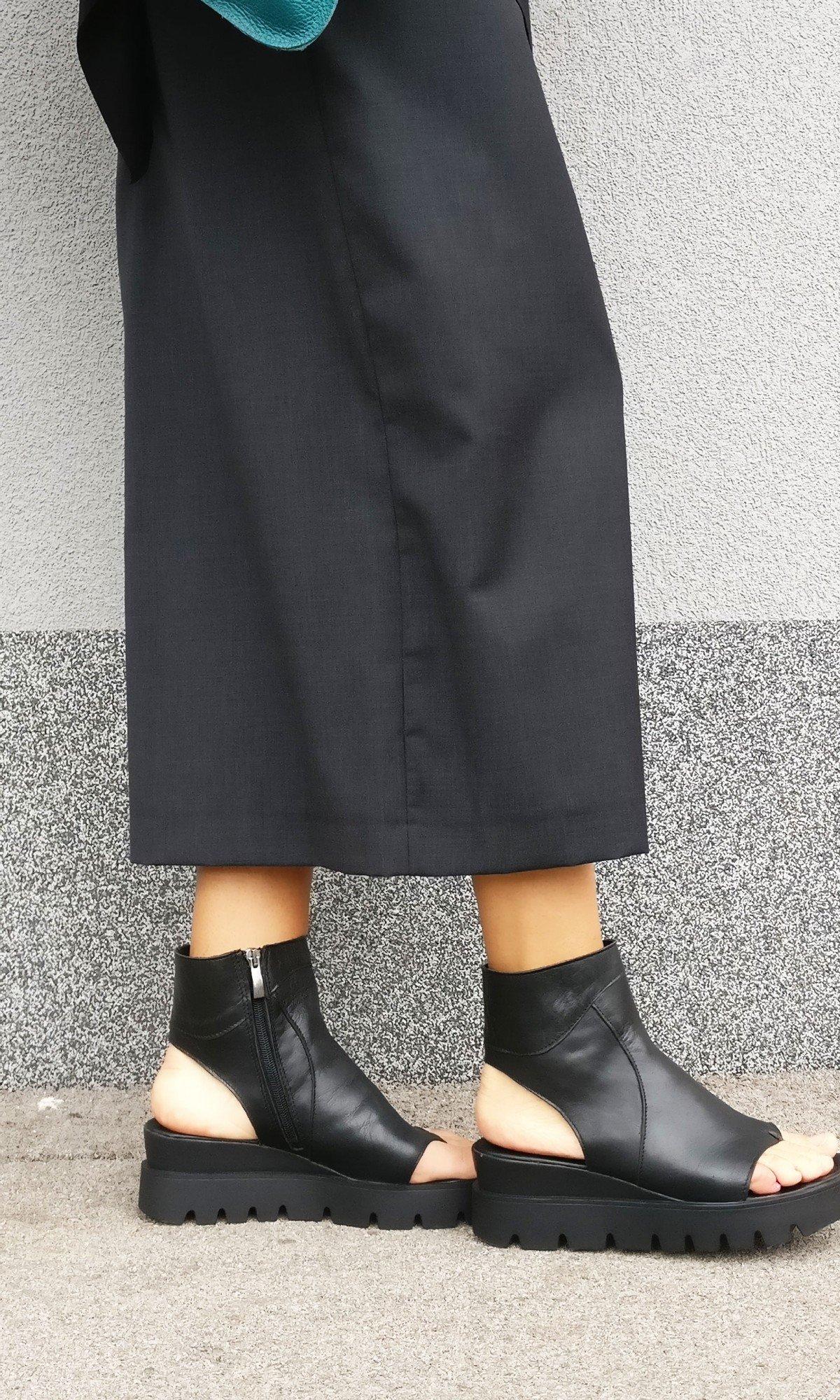 Elegant High Top Flat Sandals A26823