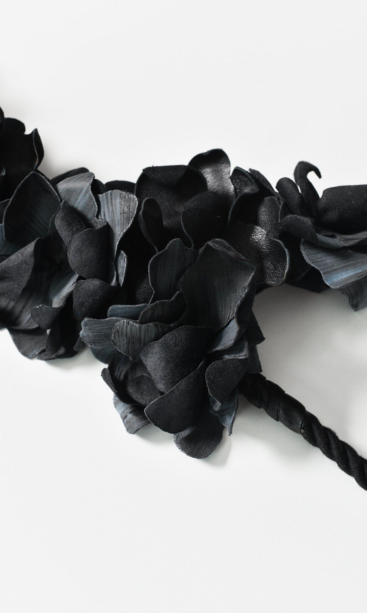 Beautiful Genuine Leather Flower Harness A90507