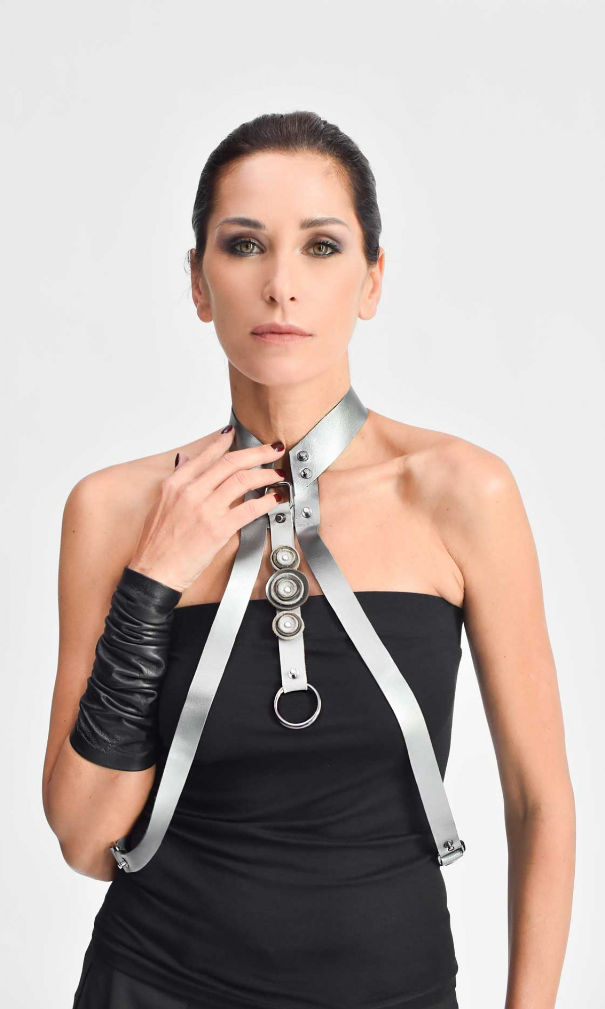 Silver Genuine Leather Necklace and Harness A90158