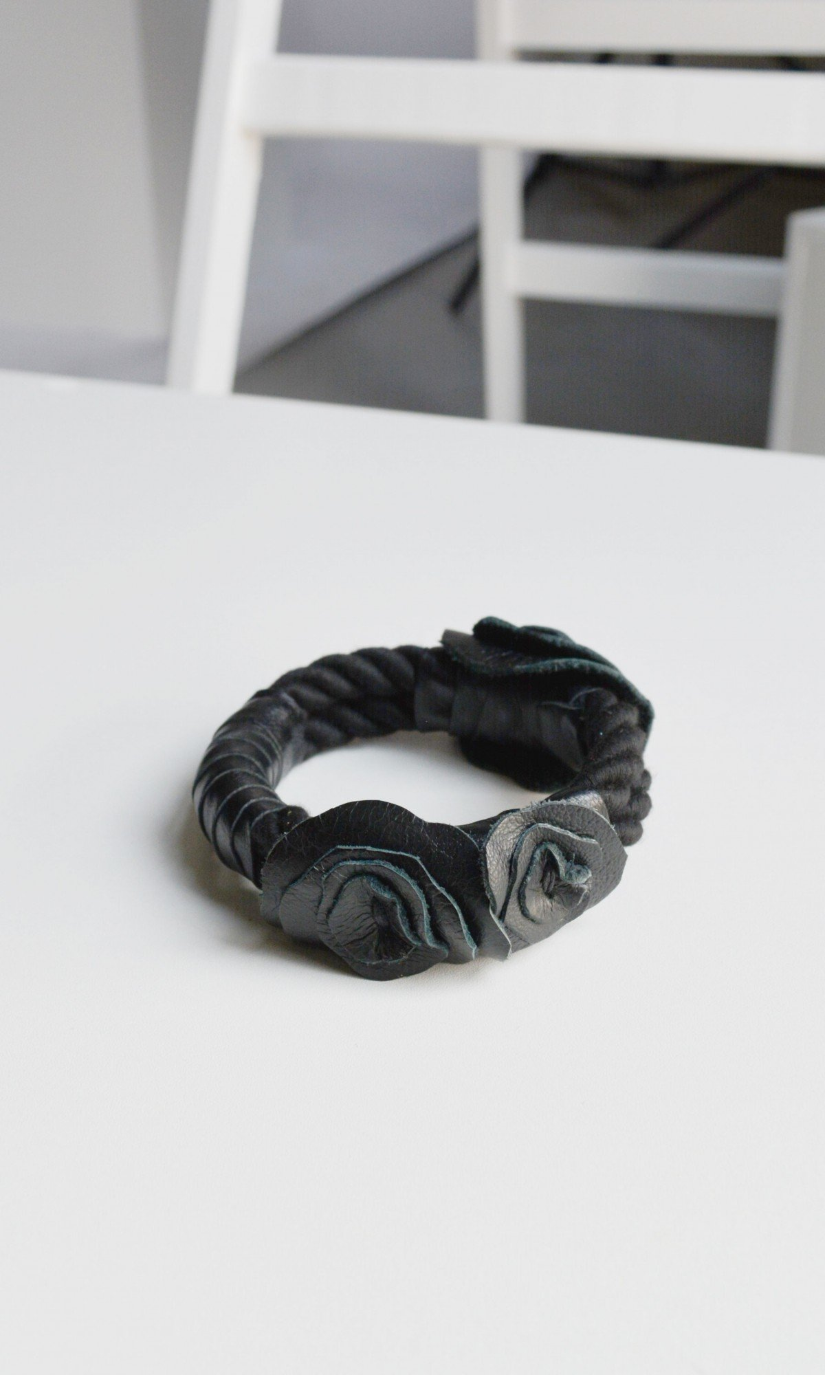 Leather Bracelet with roses A90554