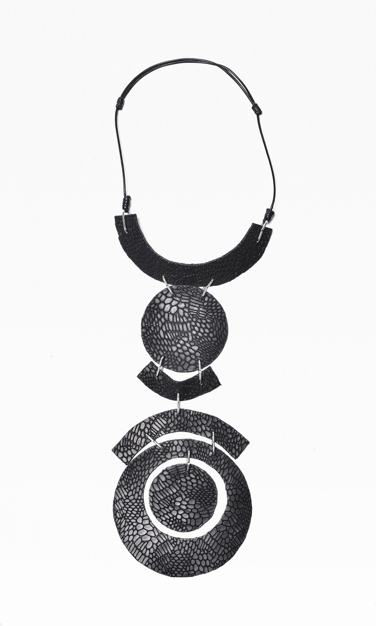 circle Extravagant Black Leather Necklace A16432