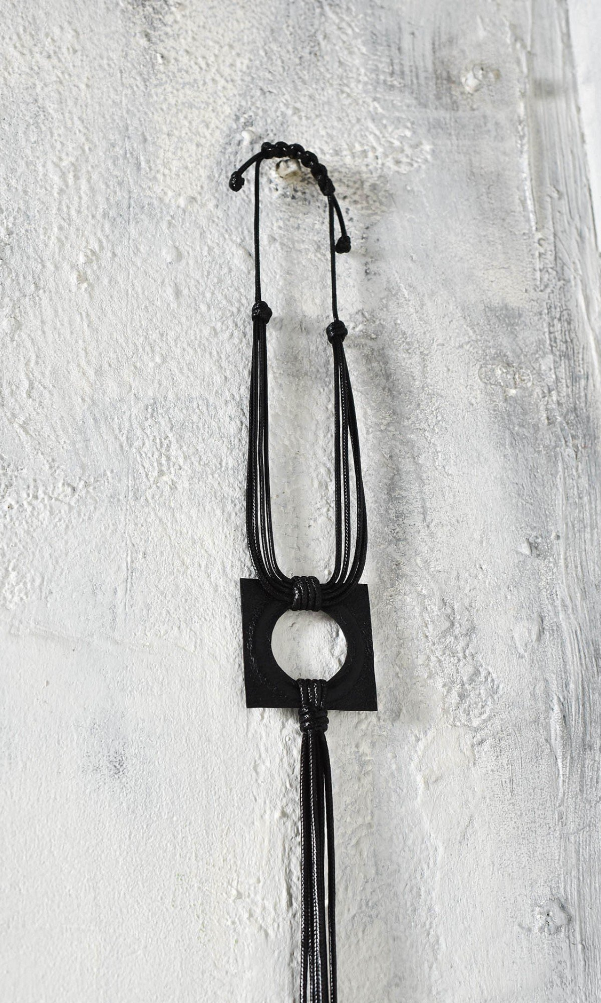 Beautiful Leather Pendant Necklace A16845