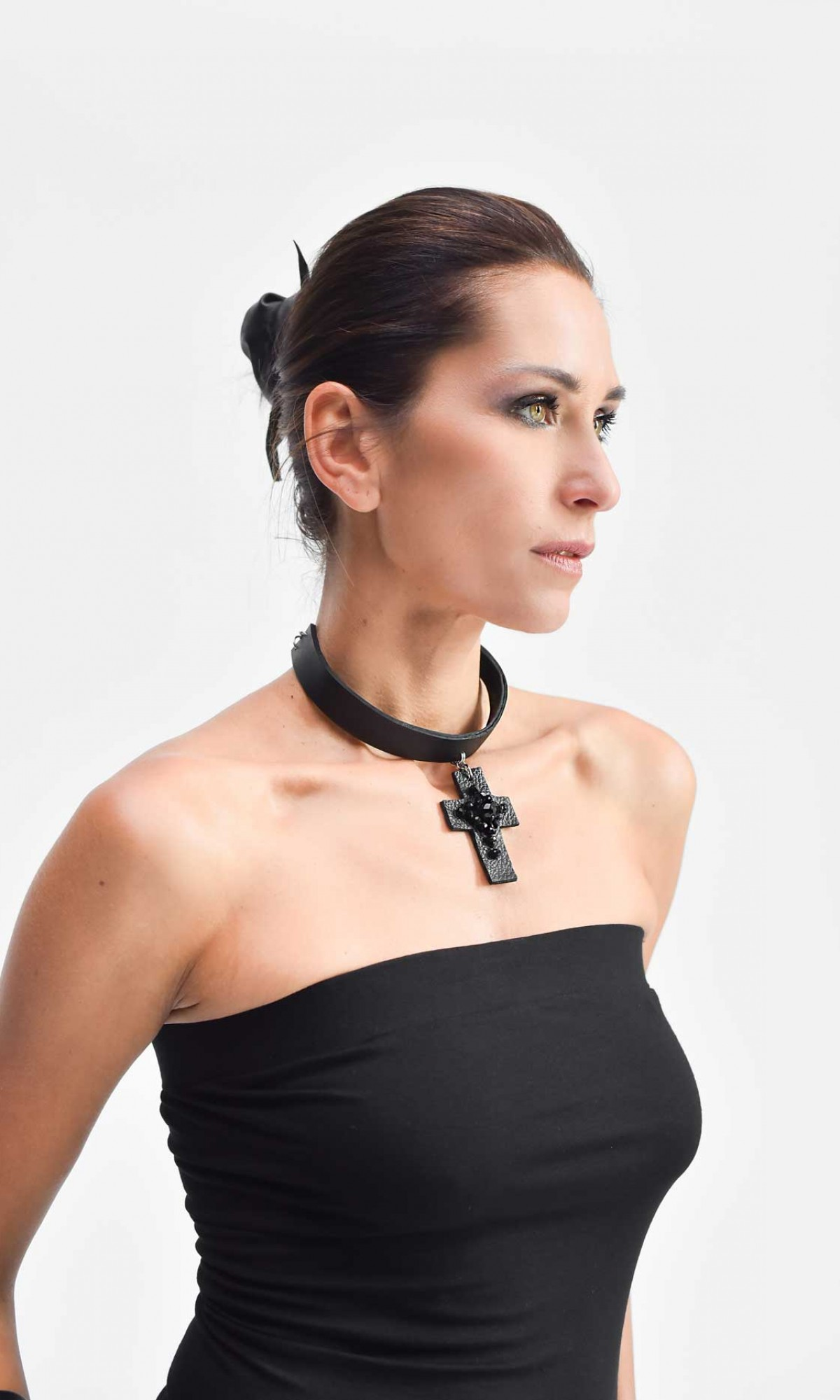 Leather choker with cross pendant A90314