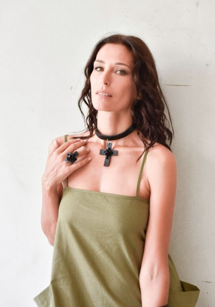 Leather chocker with cross pendant A90314