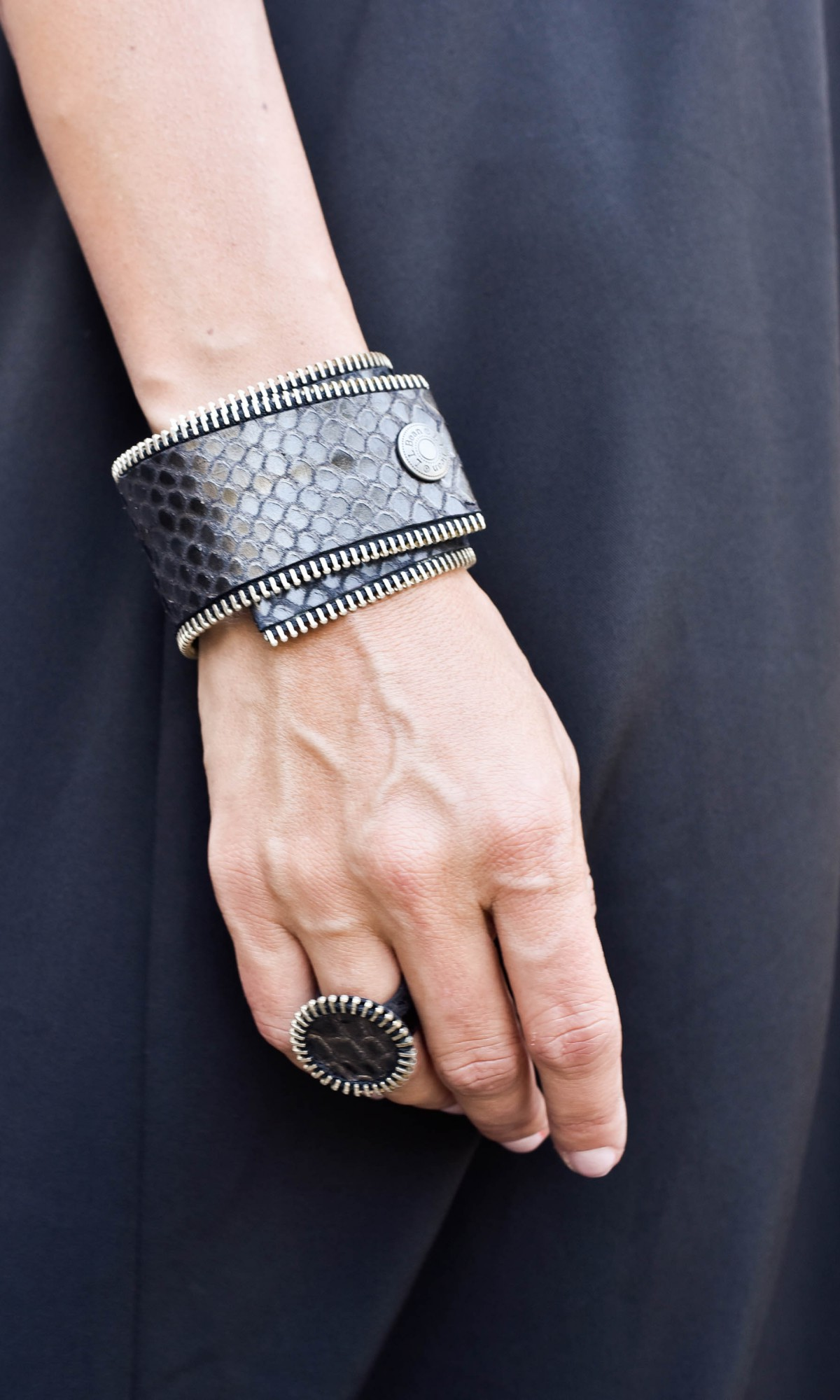Leather wrapping zipper bracelet A90357