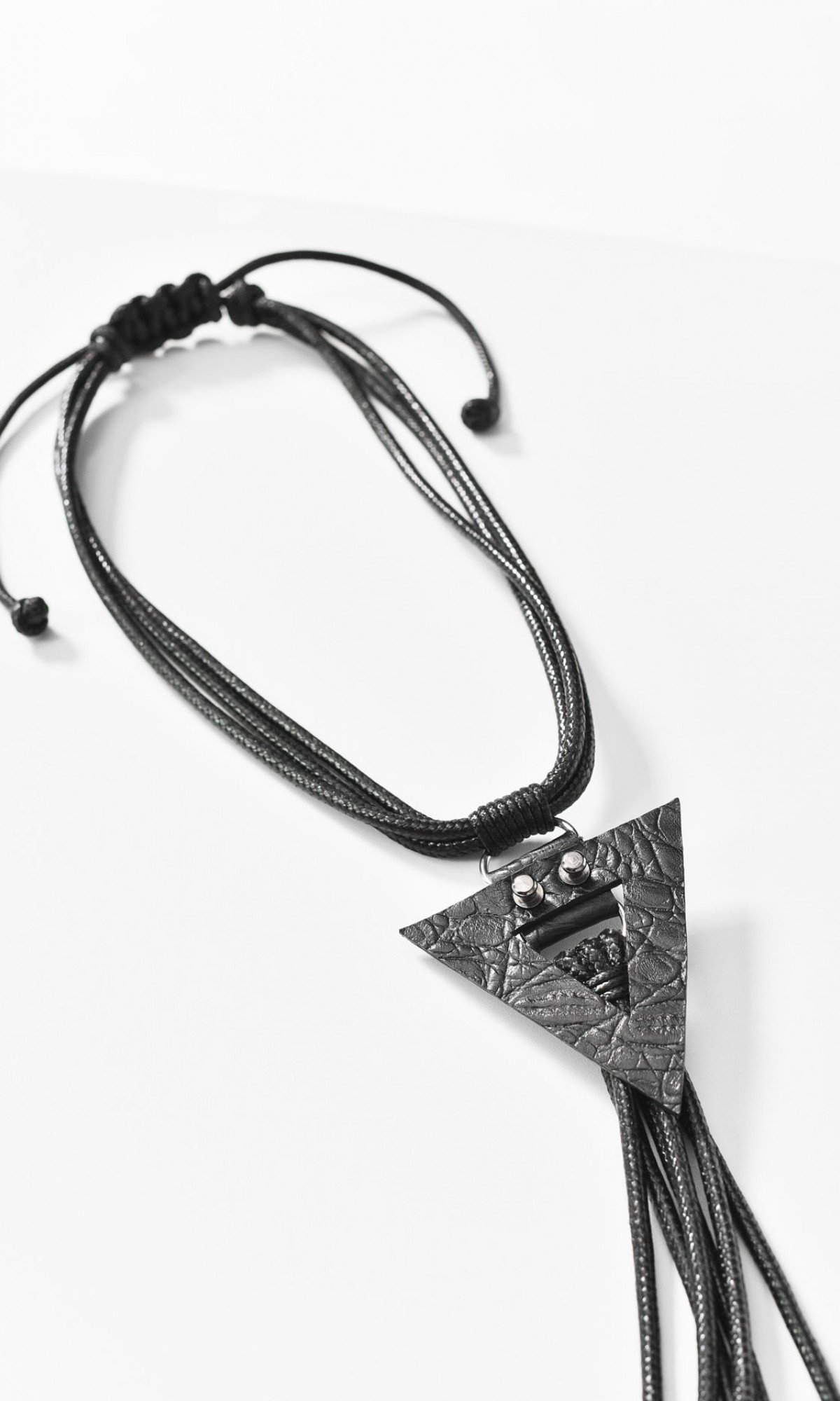 Trendy Leather necklace with triangle ornament A16861