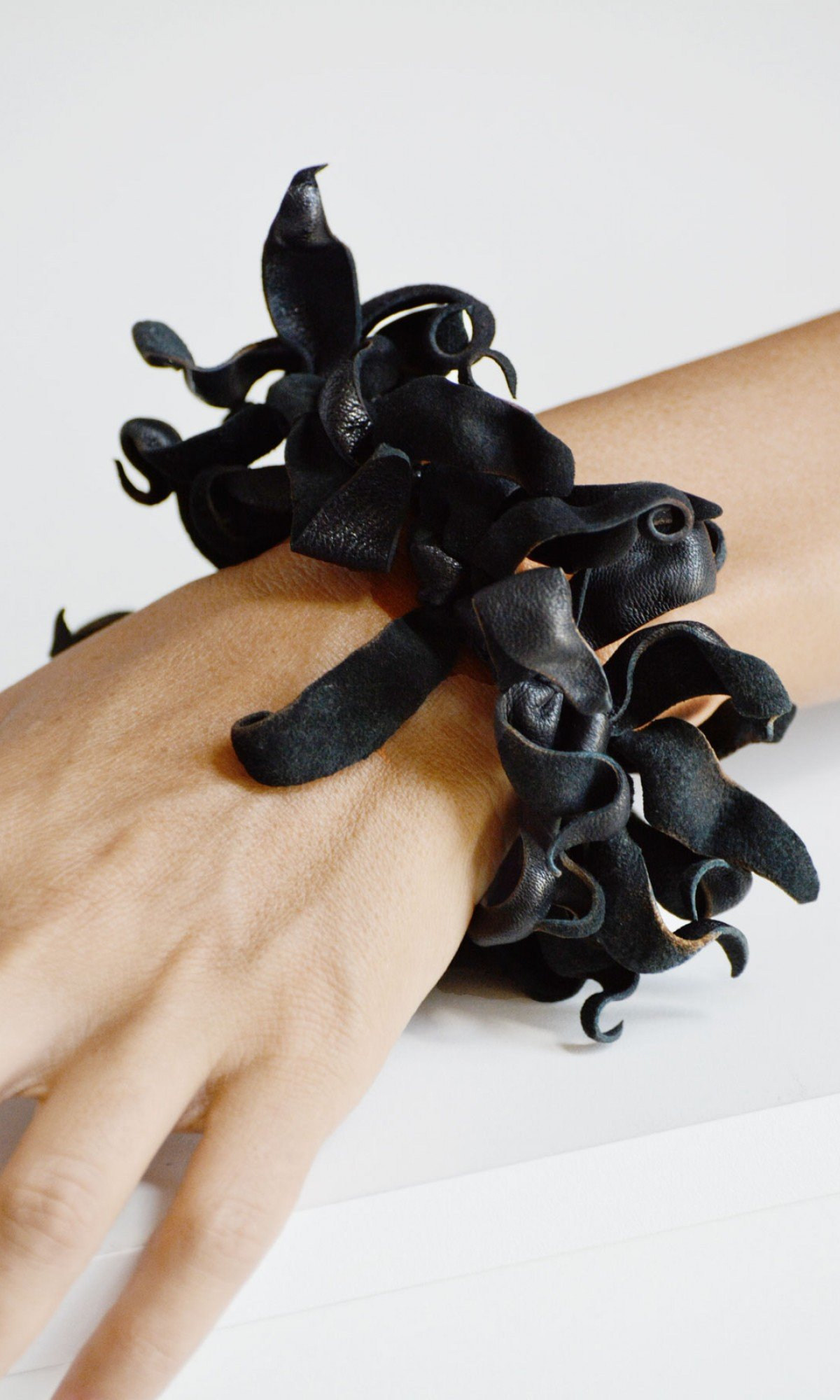Extravagant Leather Bracelet A90553