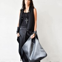 Large Extravagant Black leather Bag A14176