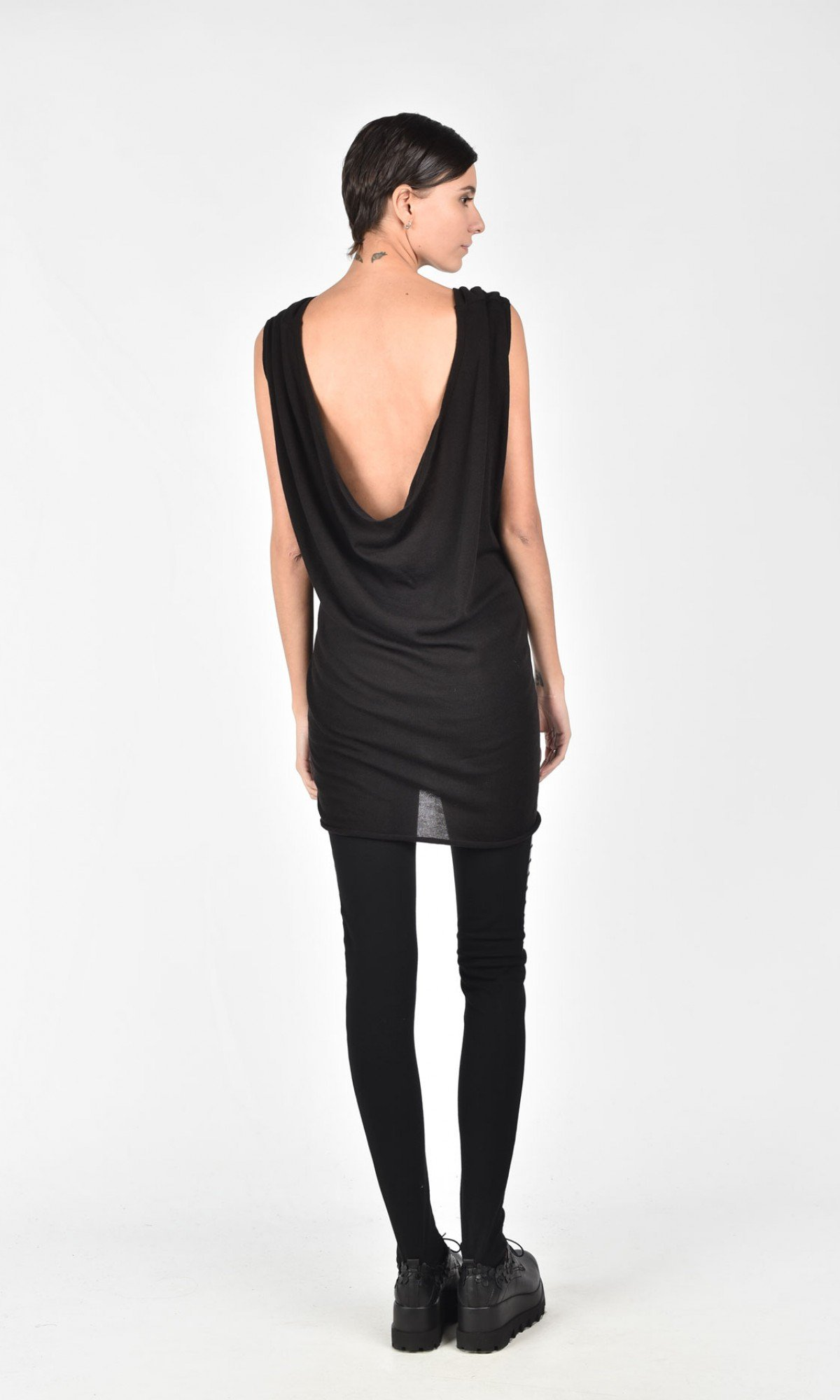 Loose Knit Top with A Bare Back A02786