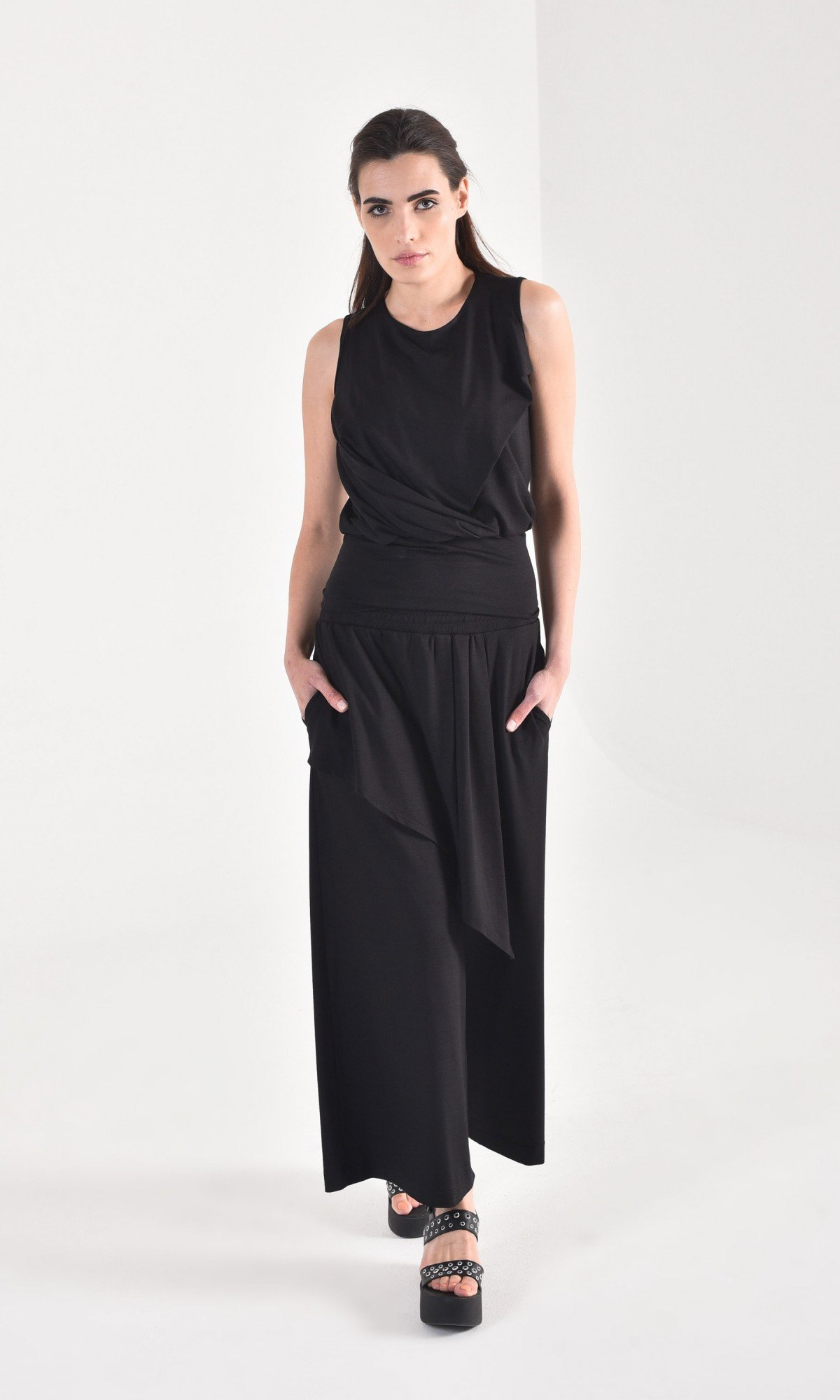 Elegant sleeveless top with elastic waistband A90463