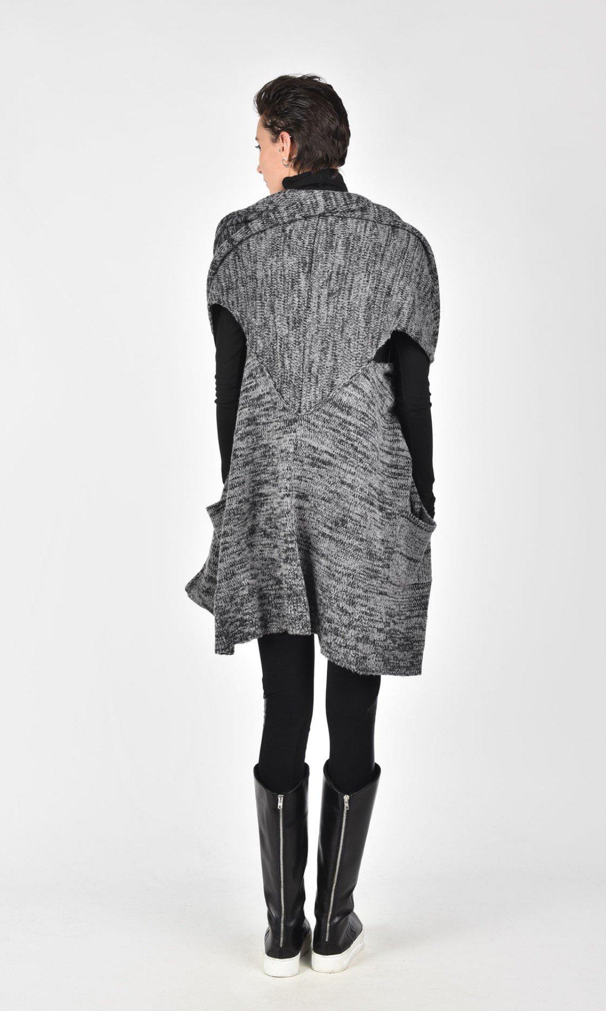 Black Sleeveless Fully Knit Vest A06224