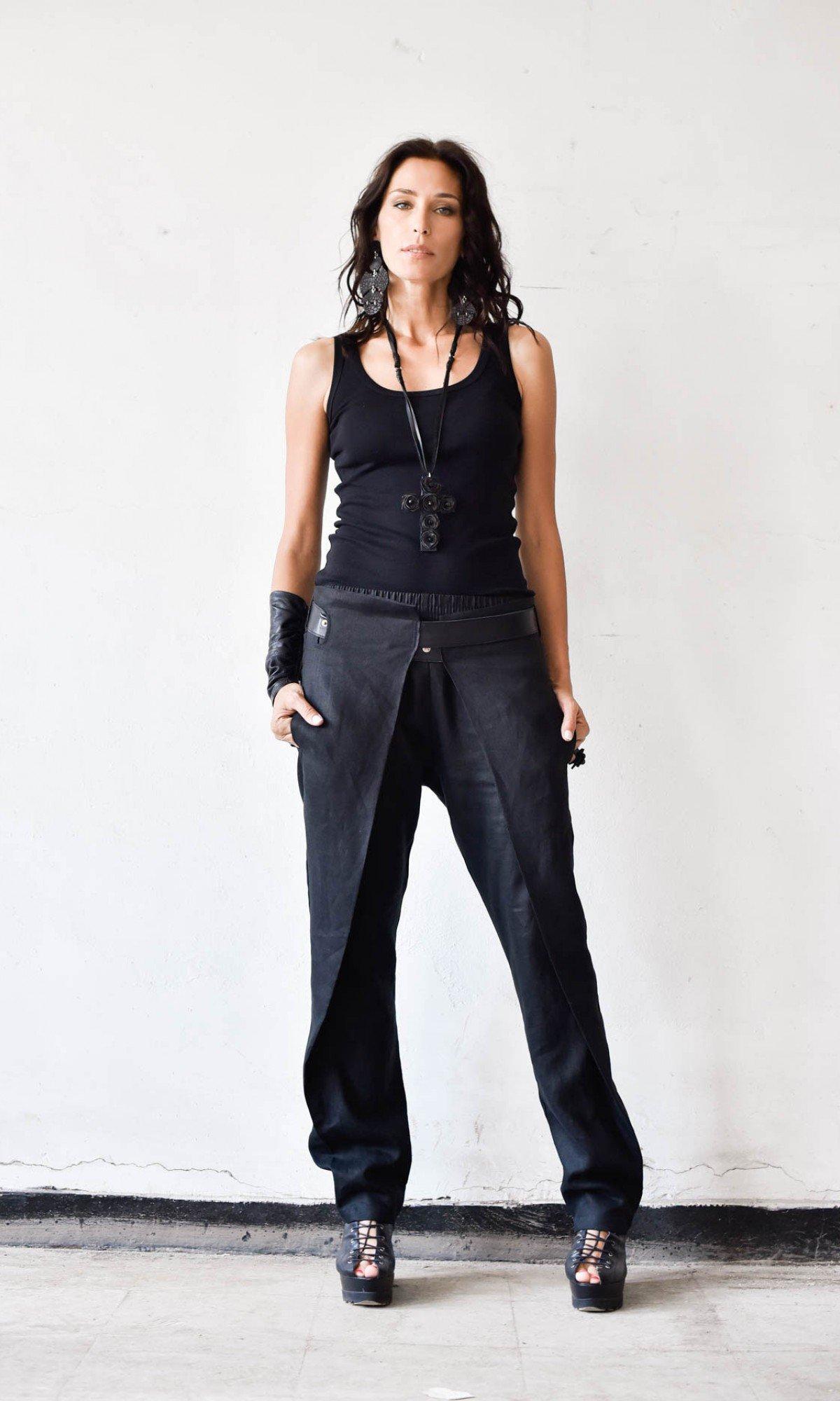 Elegant linen pants with leather belt A05720