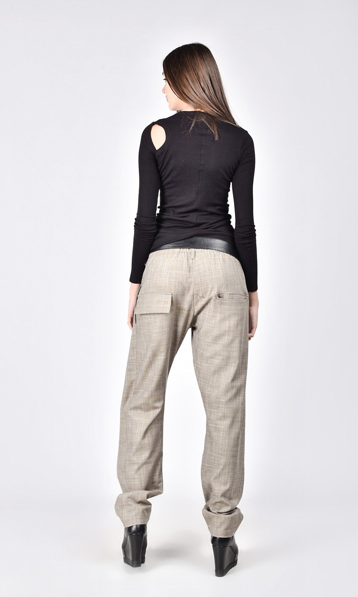 Elegant linen pants with leather belt A05720
