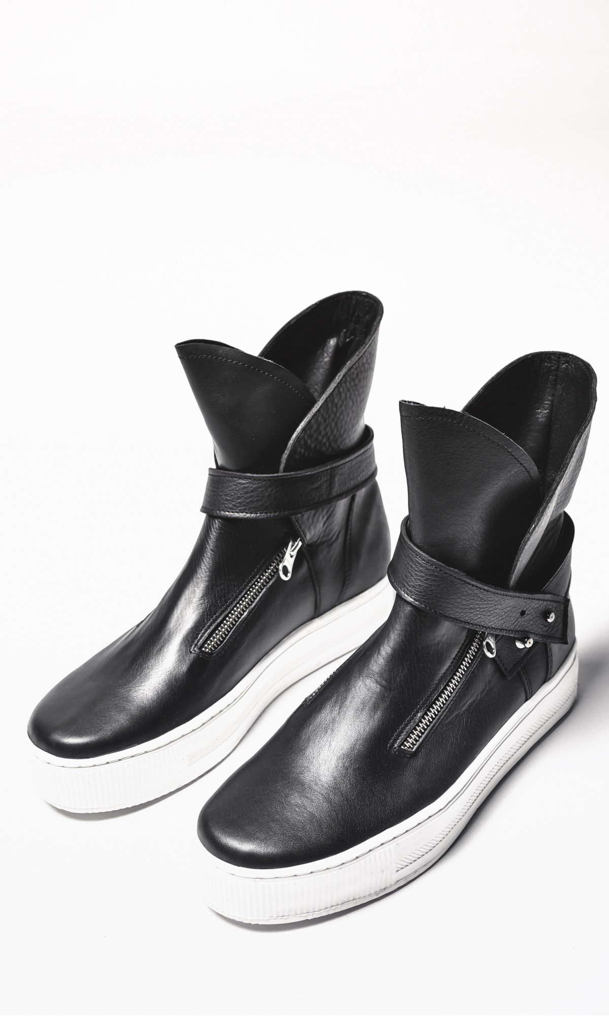 Genuine Leather Sneakers A15345M