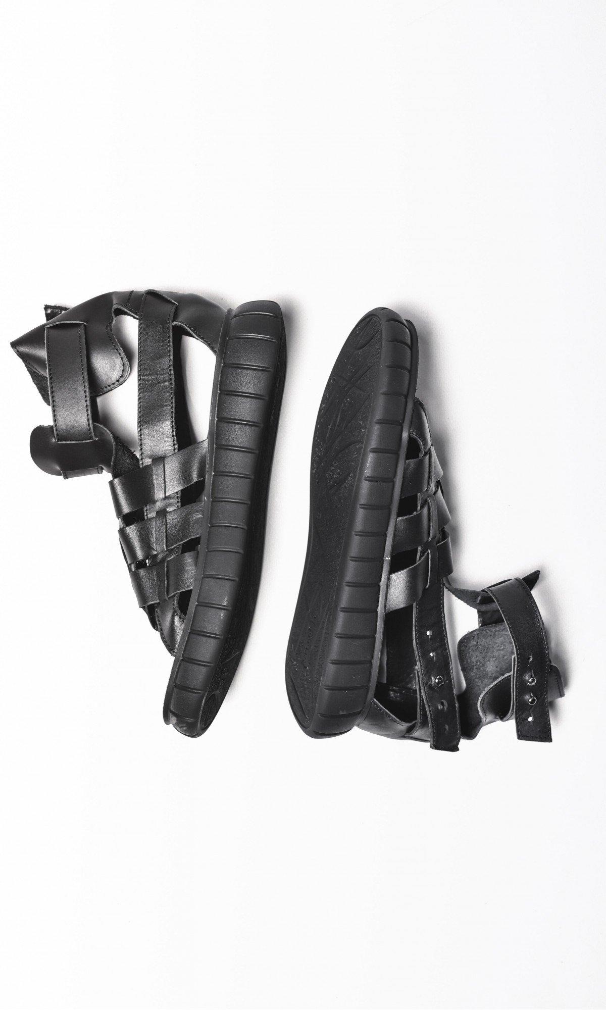 Black Fisherman Sandals A26429