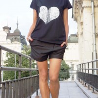 Short Sleeve Gringe Heart Print T-shirt  A224000331