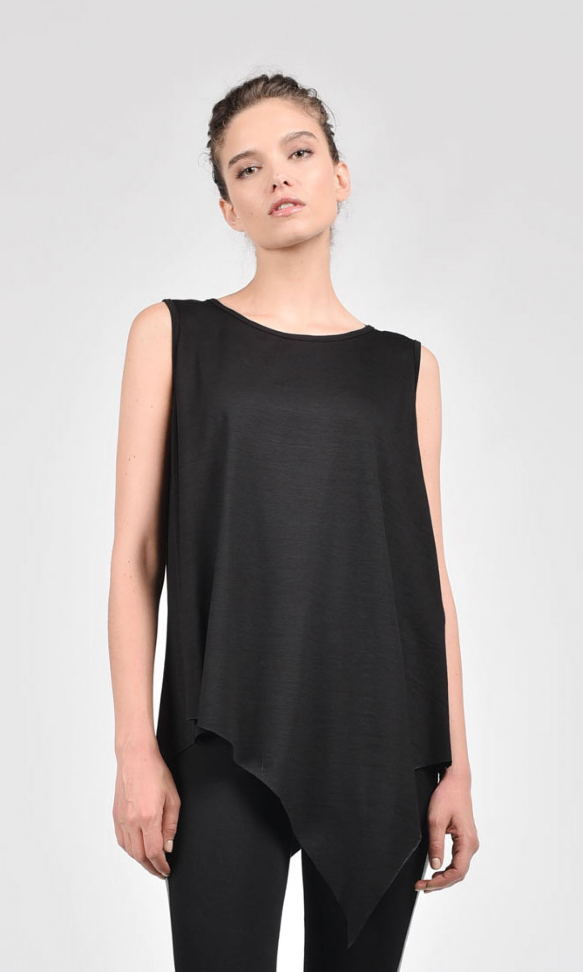If you want to show off your arms this Summer , then you have a unique opportunity to try on a lovely tunic top this hot season. You all know, summer months are all about tiny tank tops and skin baring shorts and skirts.