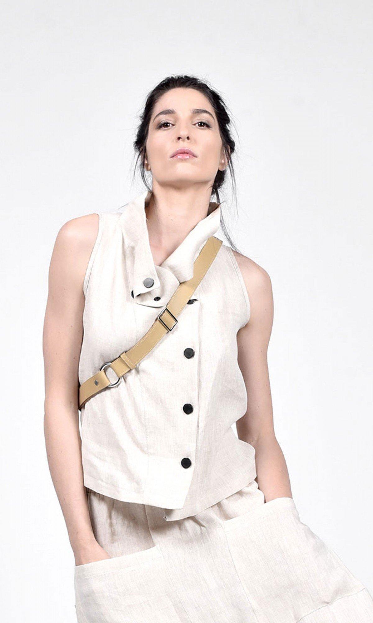 Sleeveless Linen buttoned top A90465