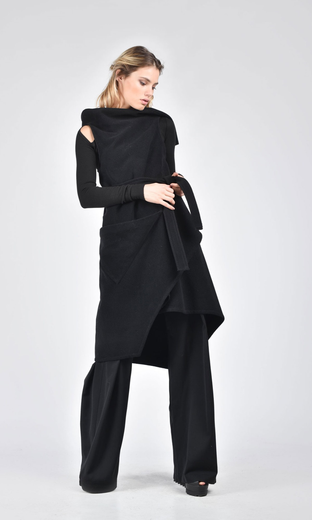Sleeveless Wool Coat with Belt A90114