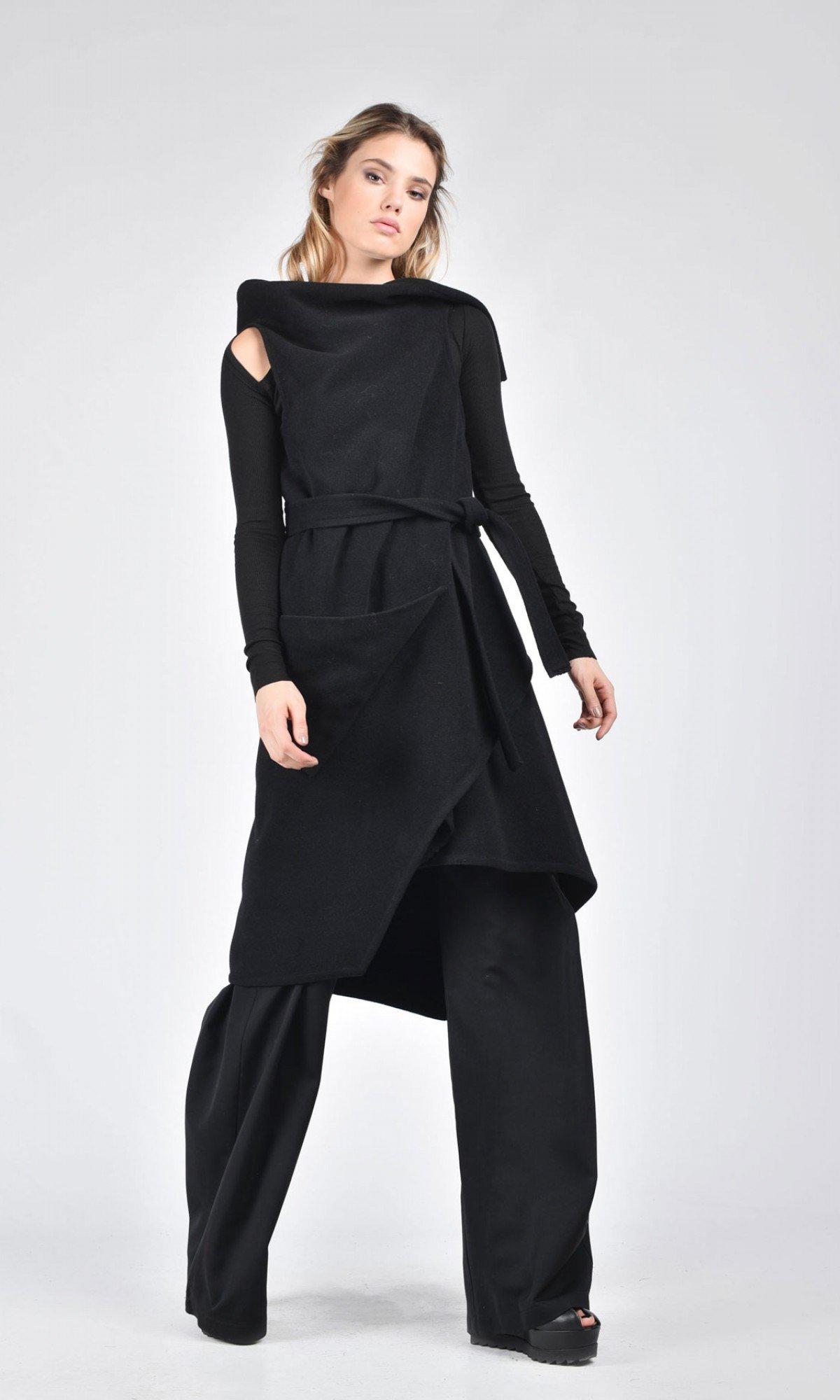 Sleeveless Wool Coat with Belt A07679