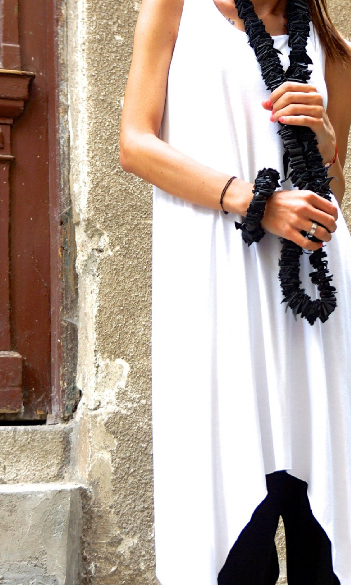 Black Extravagant Leather Bracelet with Wooden Beads A17358