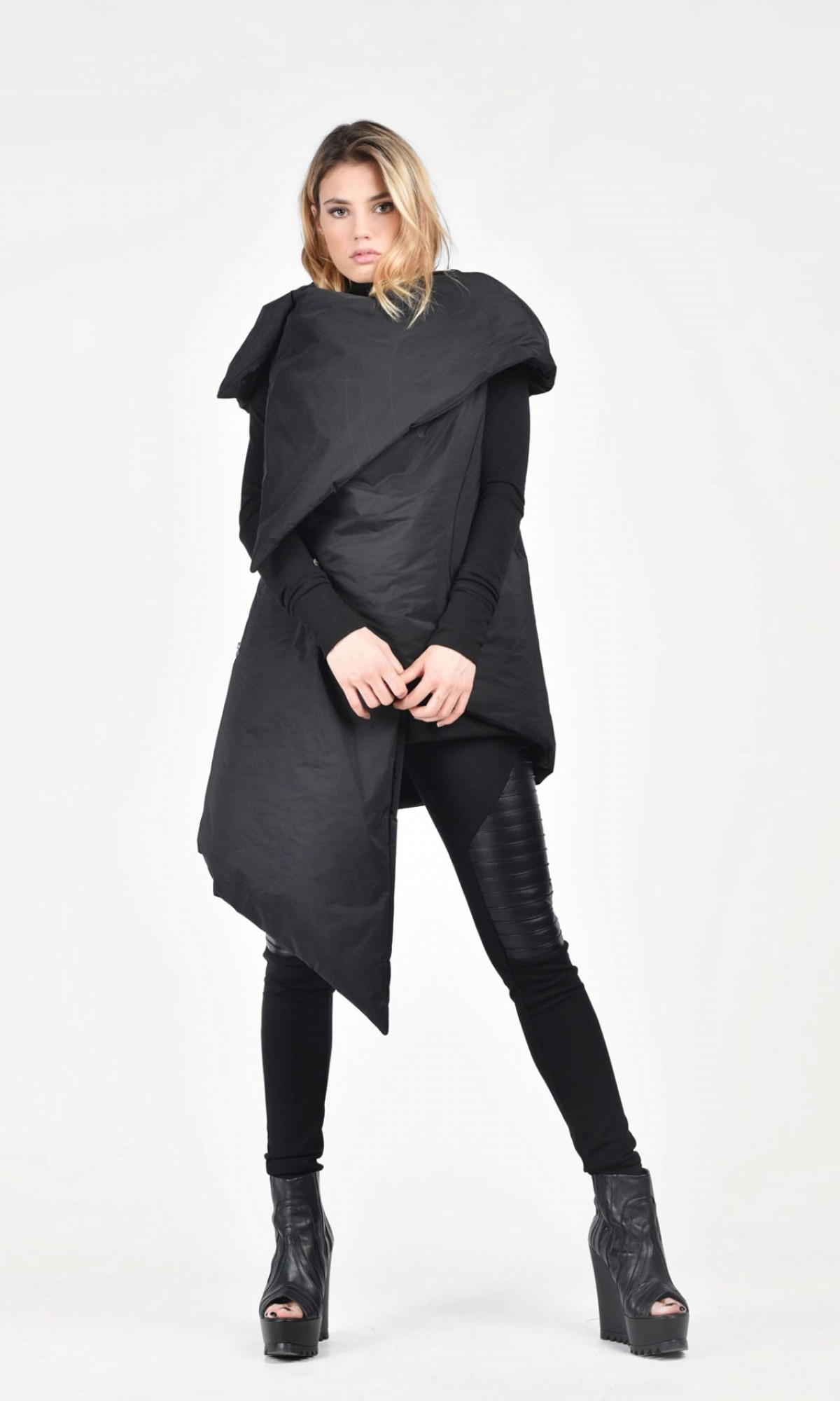 Asymmetric Extravagant Black Sleeveless Quilted Coat A07148